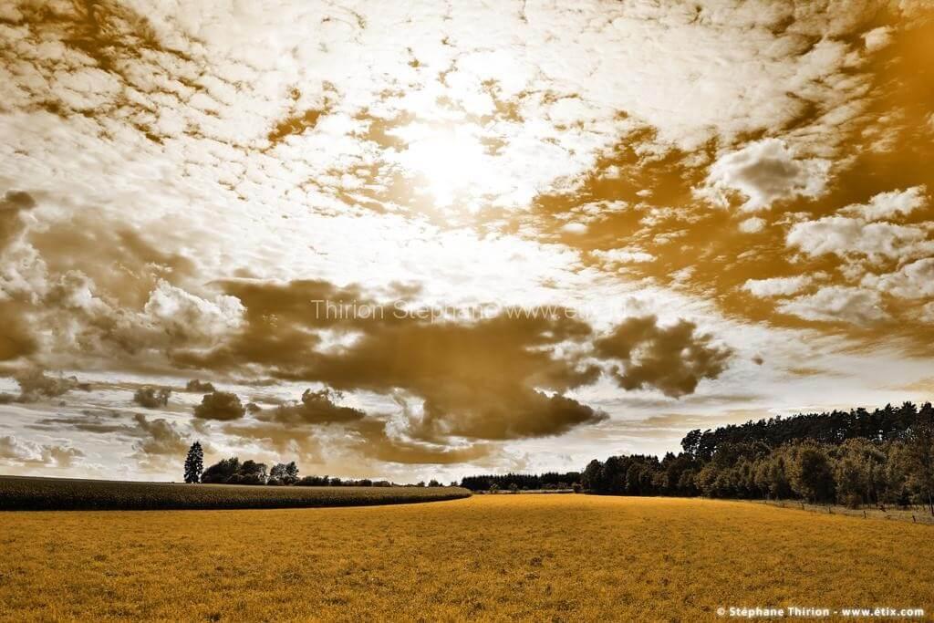 Paysage nuageux et prairie par Stéphane Thirion photographe